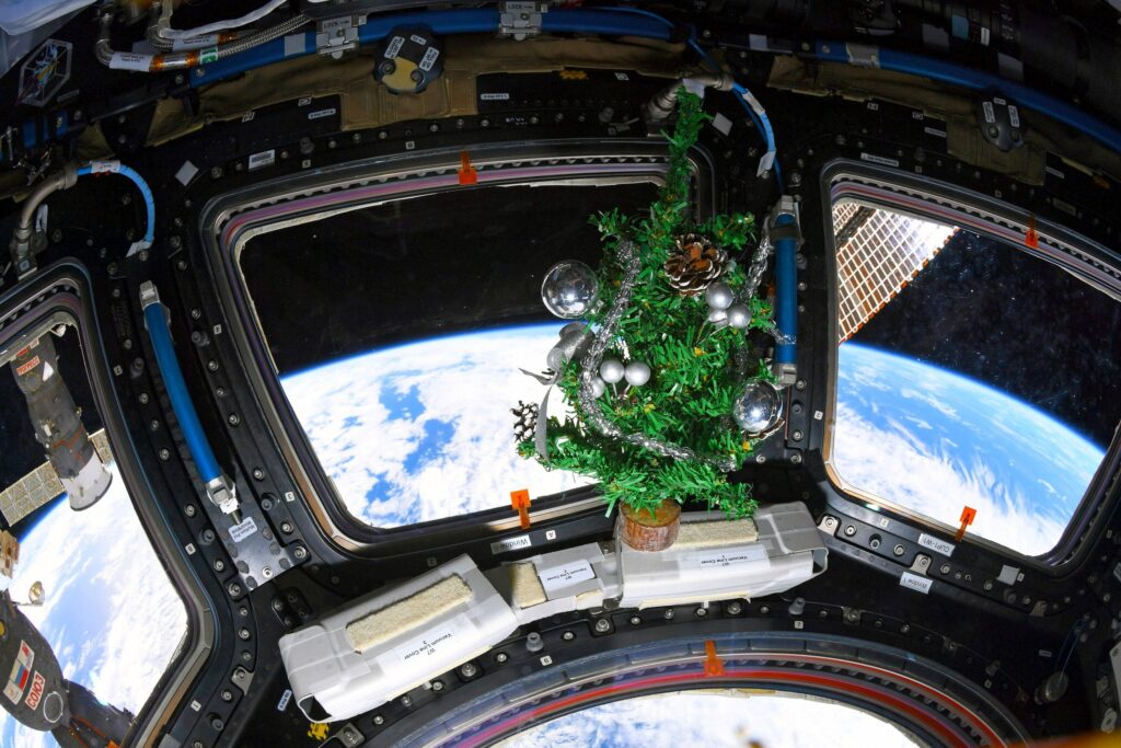 Astronauts experience New Year's delivery 16 times